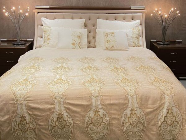 Annie's Decor Beguiling Ivory Bedsheet